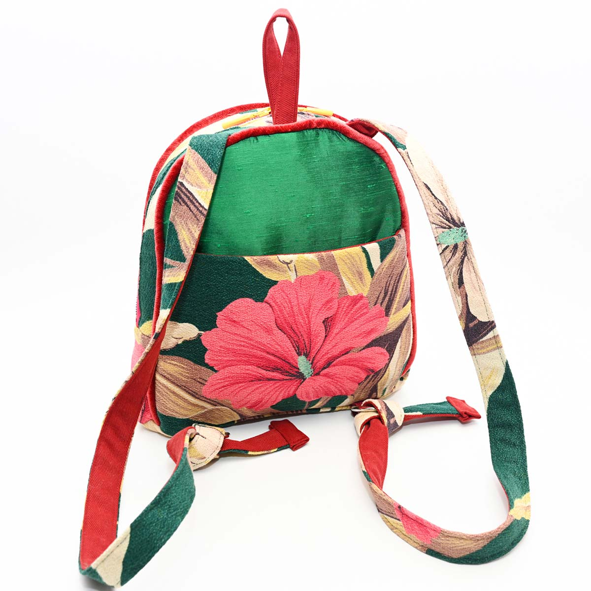 backpack hibiscus on green DSC 6409