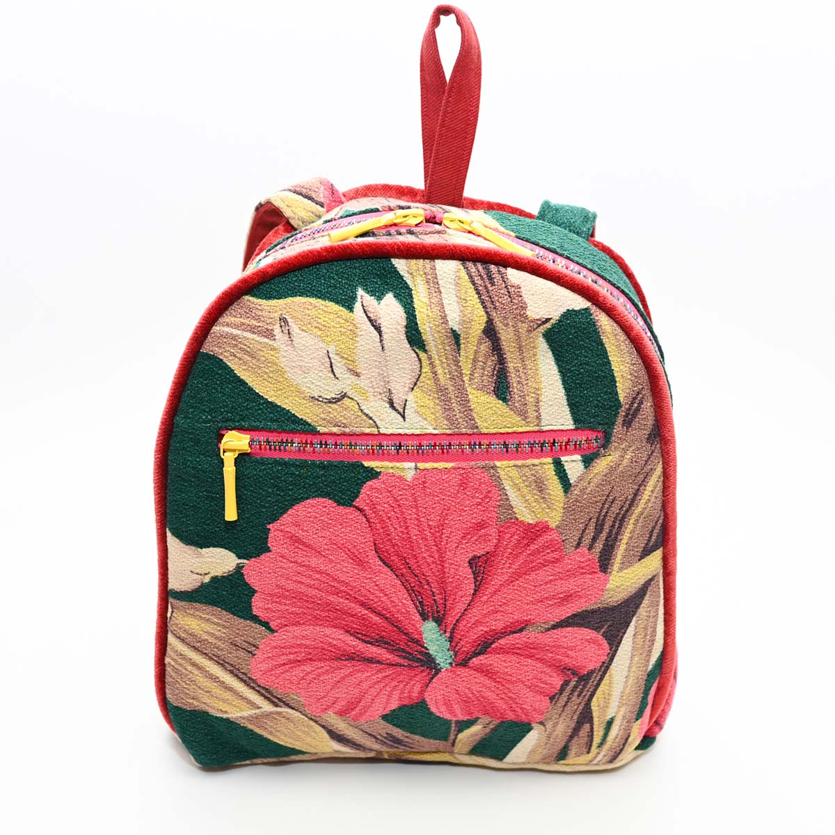 backpack hibiscus on green DSC 6412
