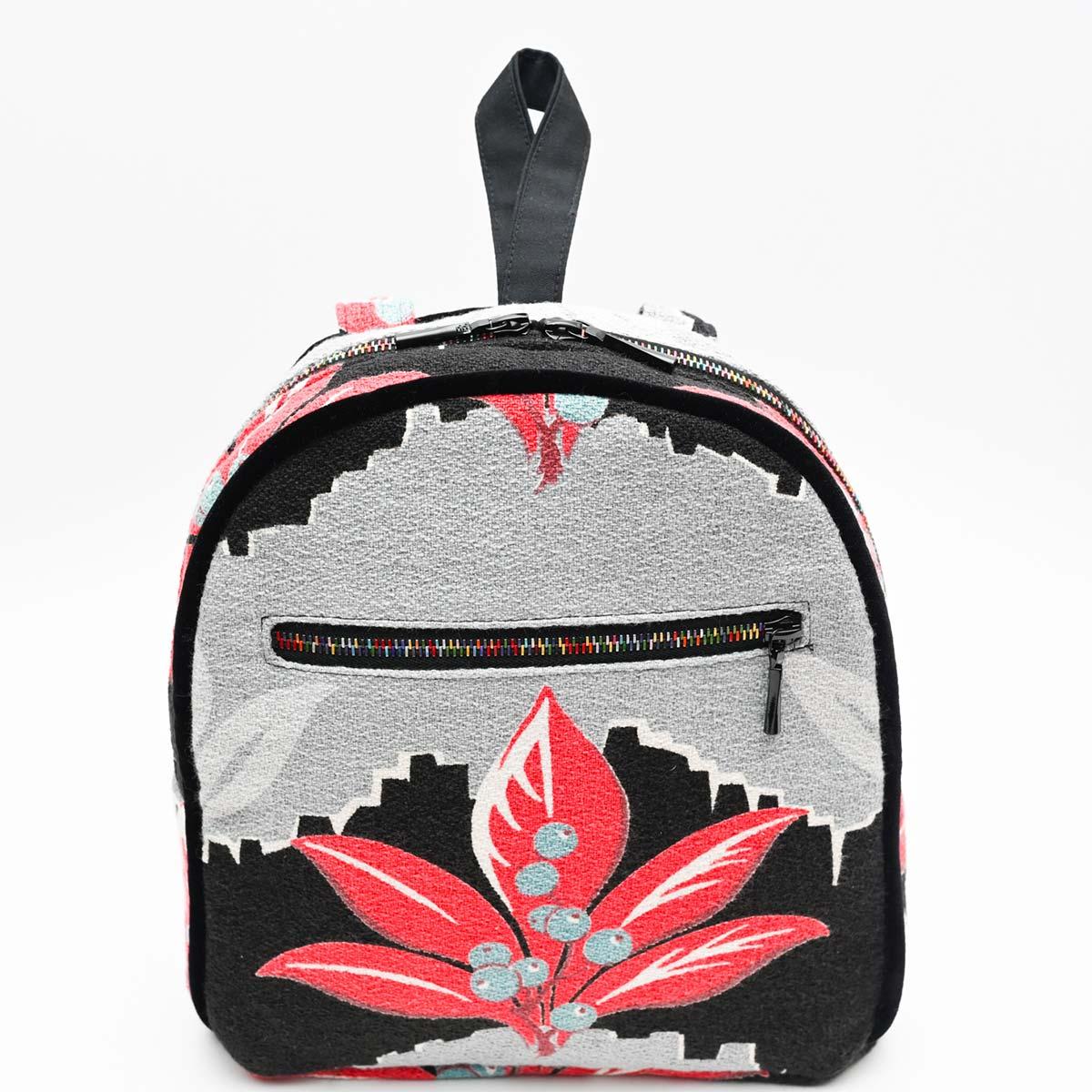 backpack leaf motif on black DSC 6434