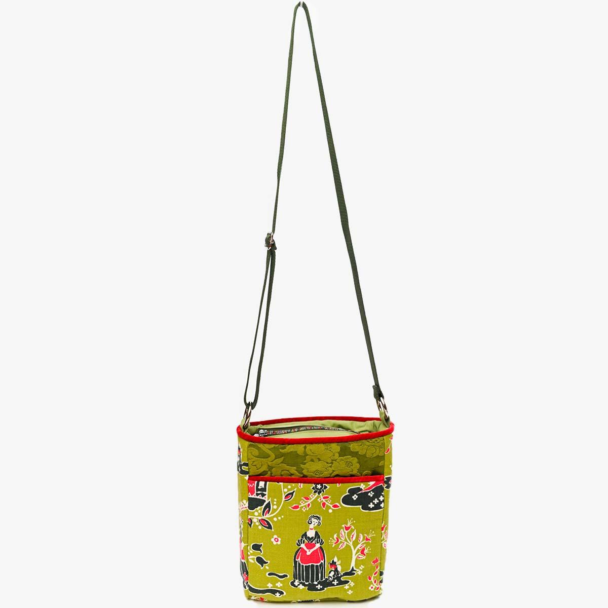 crossbody bag folk motif on avocado DSC 6576