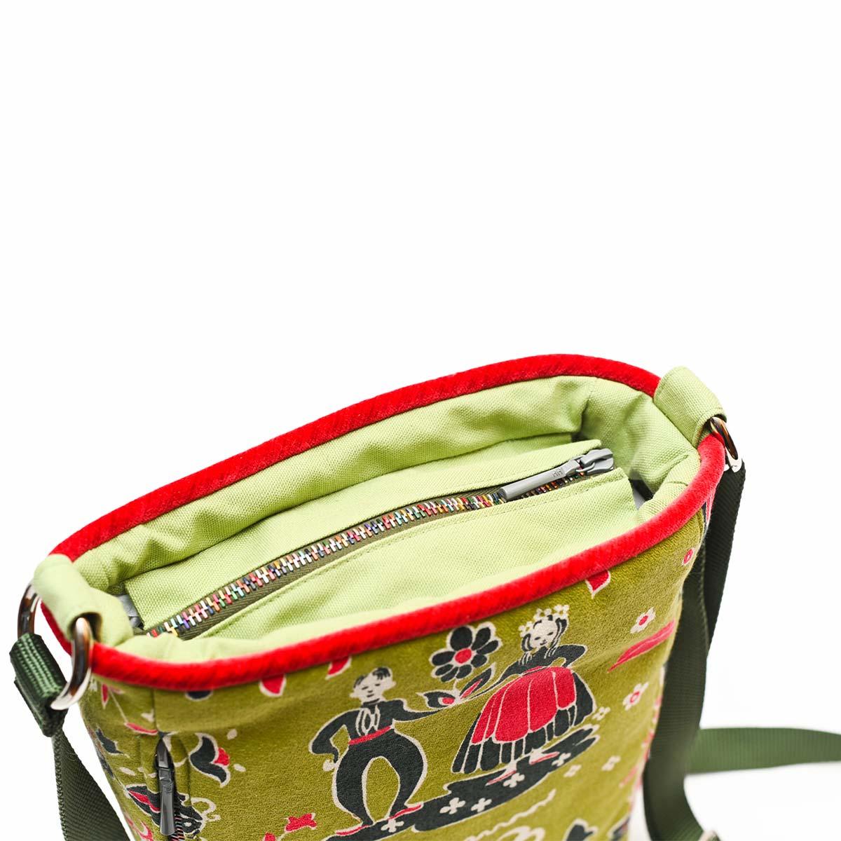 crossbody bag folk motif on avocado DSC 6579