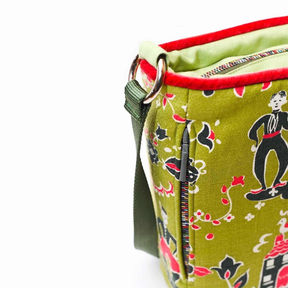 crossbody bag folk motif on avocado DSC 6580