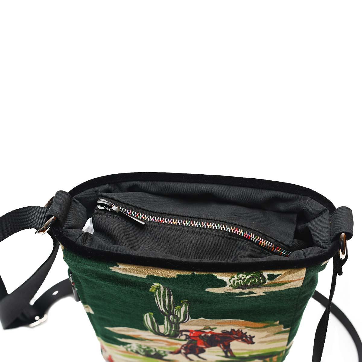 crossbody bag western motif on green DSC 6570