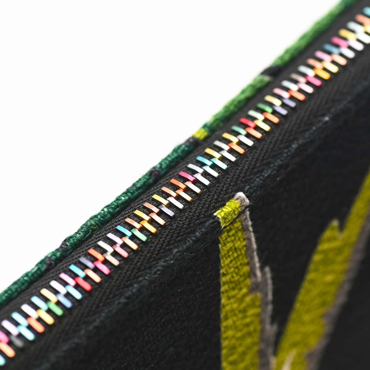 handbeaded clutch bird motif on black DSC 6156