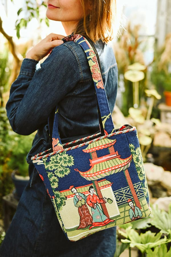 square bag asian motif on blue 1