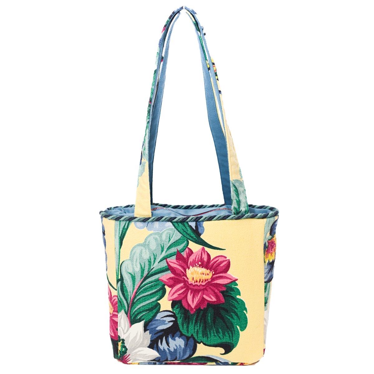 square bag floral motif on vanila DSC 6585