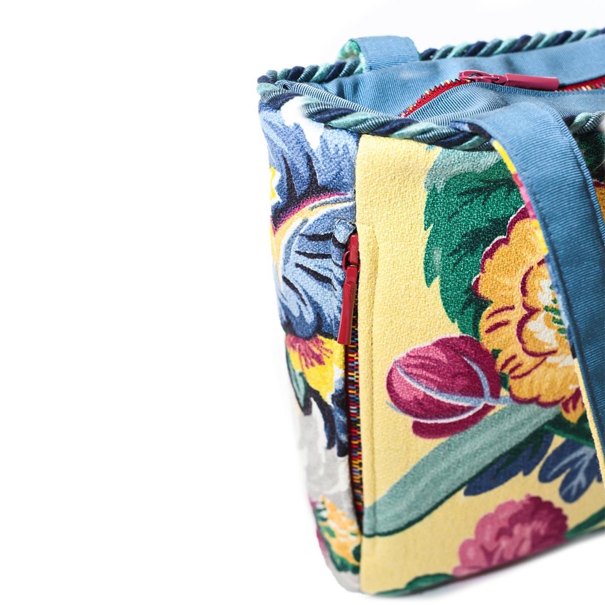 square bag floral motif on vanila DSC 6587