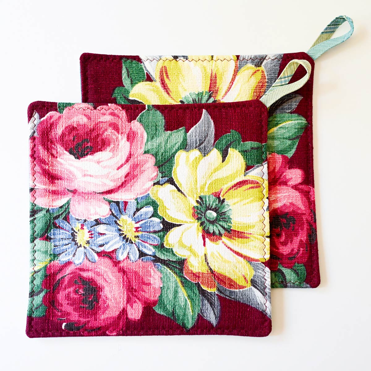 potholder floral bouquet on red wine