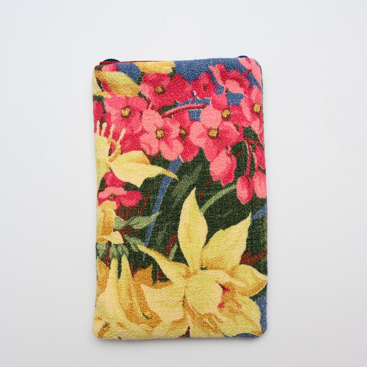 floral-bouquet-on-blue3