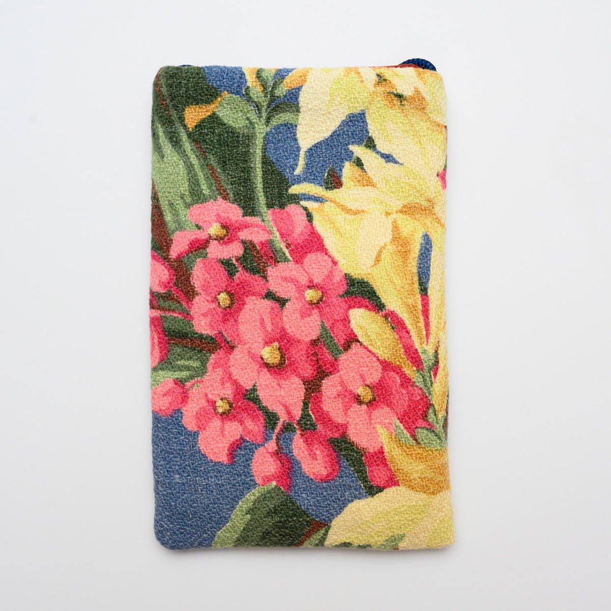 floral-bouquet-on-blue4