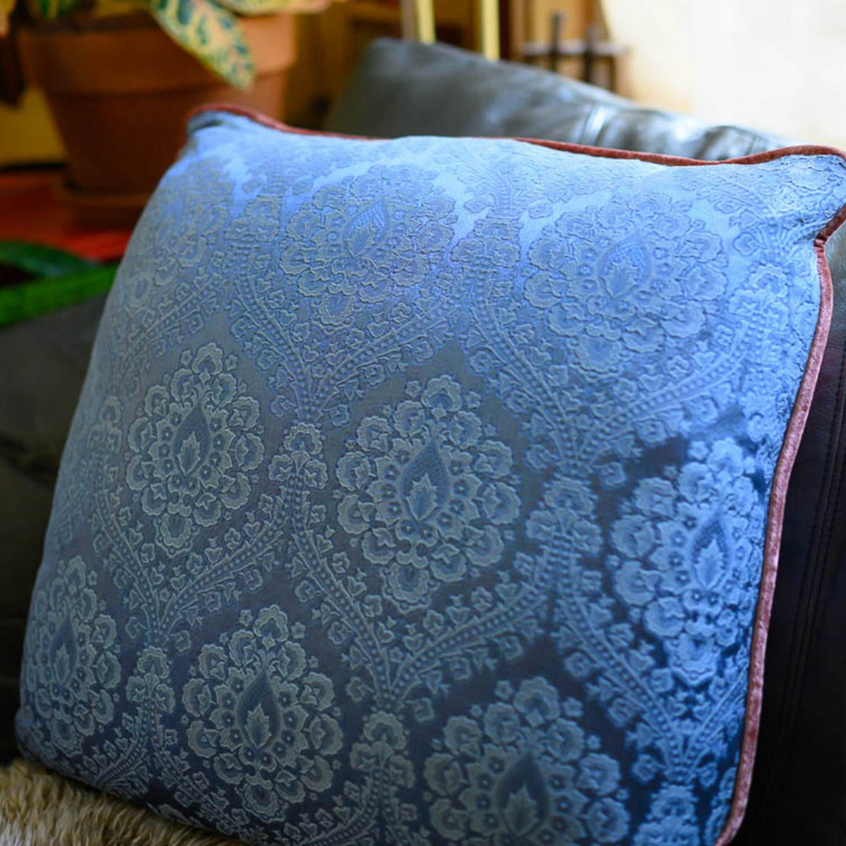 pair_of_pillows_21_square_floral_motif_on_black-MLP_6280