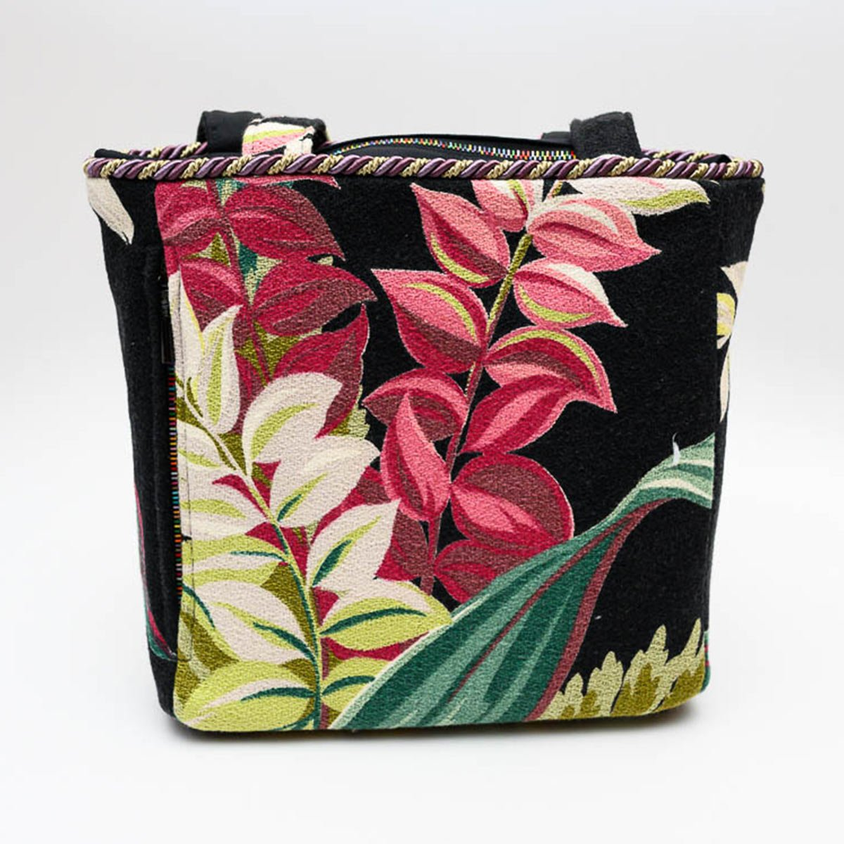 square_bag_leaves_ob_black_-MLP_6249