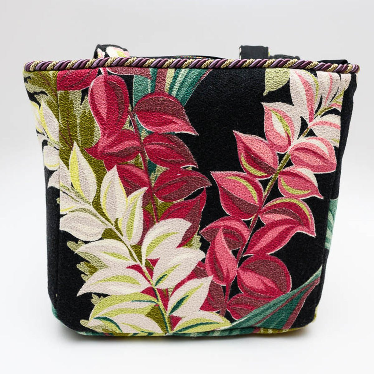 square_bag_leaves_ob_black_-MLP_6250