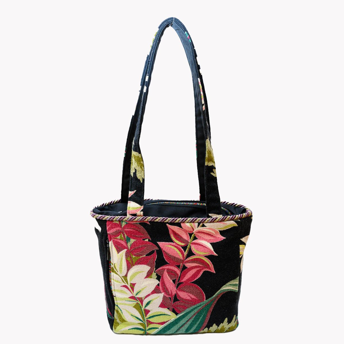 square_bag_leaves_ob_black_MLP_6299