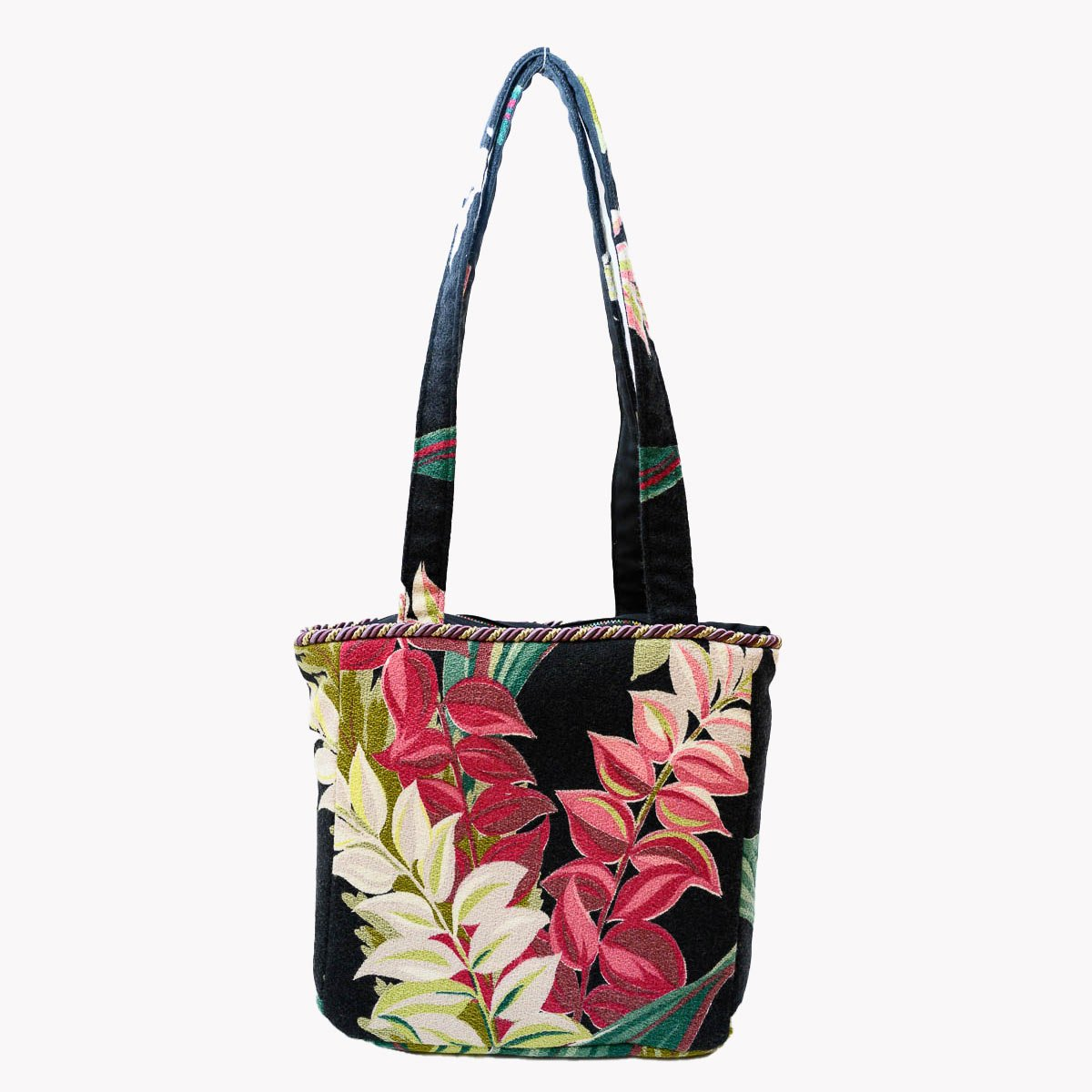 square_bag_leaves_ob_black_MLP_6300